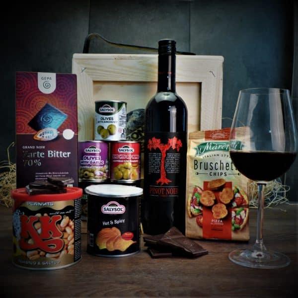 Bedna s červeným vínem Pinot Noir