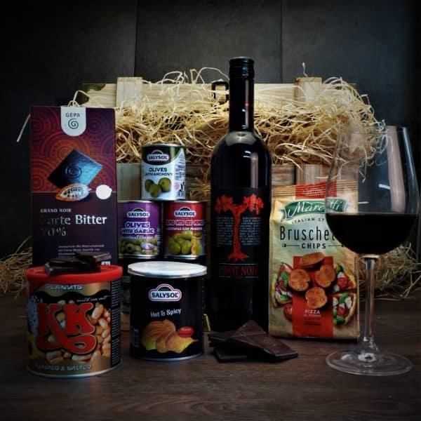 Truhla s červeným vínem Pinot Noir